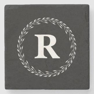 Porta copos de pedra inicial personalizada preto