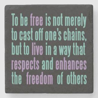 Porta Copos De Pedra Portas copos da pedra das citações da liberdade
