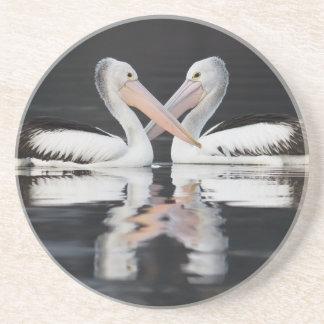 Porta copos do arenito do amor do pelicano