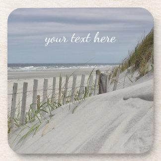 Porta Copos Dunas resistidas da cerca e de areia na praia