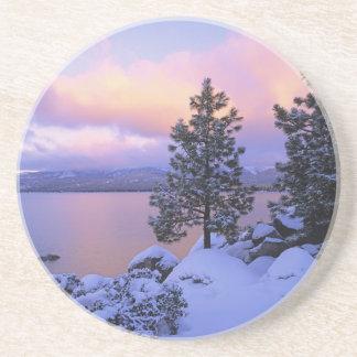 Porta-copos EUA, Califórnia. Um dia de inverno em Lake Tahoe.