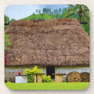 Porta-copos Fijian tradicional Bure, vila de Navala, Fiji
