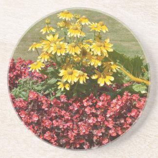 Porta-copos Flowerbed dos coneflowers e das begónias