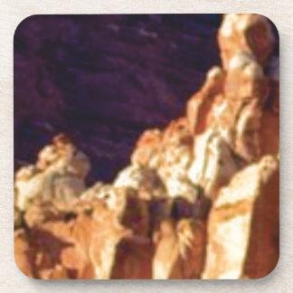 Porta Copos formações de rocha vermelhas na pedra