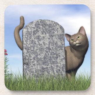Porta-copos Gato triste perto da lápide