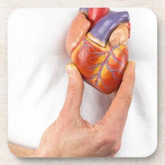 Porta-copos Mão que guardara o coração modelo na caixa