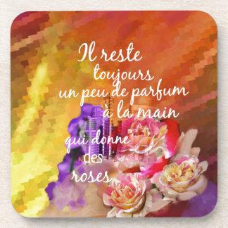 Porta-copos O perfume dos rosas ainda permanece na mão