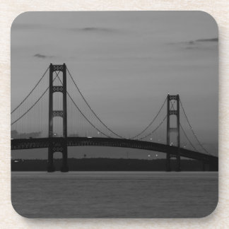 Porta Copos Ponte de Mackinac no Grayscale do crepúsculo