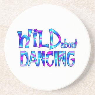 Porta-copos Selvagem sobre a dança