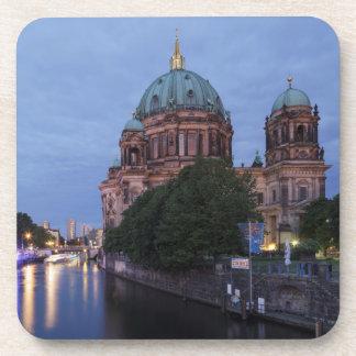 Porta Copos Série e catedral do rio em Berlim, Alemanha