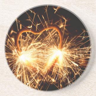 Porta-copos Sparkler ardente no formulário de um coração