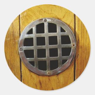 Porta de madeira com grade do metal adesivos redondos