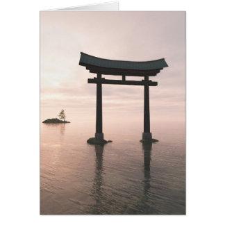 Porta de Torii do japonês em um santuário Cartão