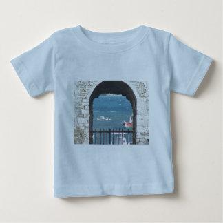 Porta grega ao oceano camiseta para bebê