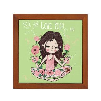 Porta-lápis A menina cor-de-rosa dos rosas ama a ioga