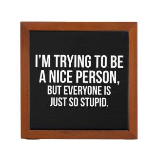 Porta Lápis Eu estou tentando ser uma pessoa agradável -