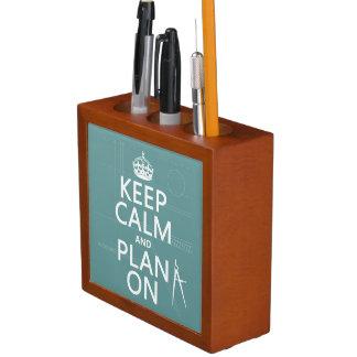Porta Lápis Mantenha a calma e o plano em (em alguma cor)