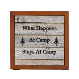 Porta-lápis O que acontece em estadas do acampamento no