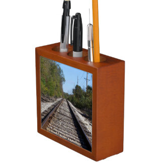 Porta-lápis O trem de estrada de ferro segue a foto