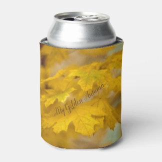Porta-lata Folhas de bordo amarelas do outono. Adicione-o