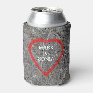 Porta-lata Noivos cinzelados pedra do coração
