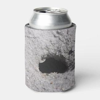 Porta-lata O furo na areia pode refrigerador