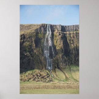 Poster A gota completa de uma cachoeira islandêsa