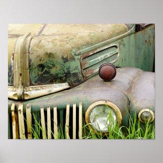 Poster abandonado do carro antigo pôster