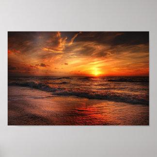 Poster alaranjado vívido do por do sol da praia pôster