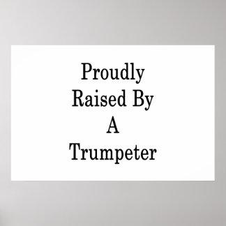 Poster Aumentado orgulhosa por uma trompetista