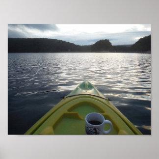 Pôster café da manhã na água ao kayaking