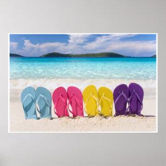 Poster Chinelos coloridos na areia