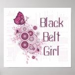 Poster cor-de-rosa da menina do cinturão negro das