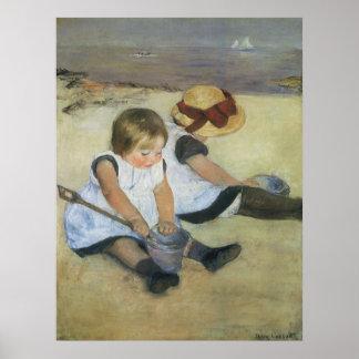 Pôster Crianças que jogam na praia por Mary Cassatt