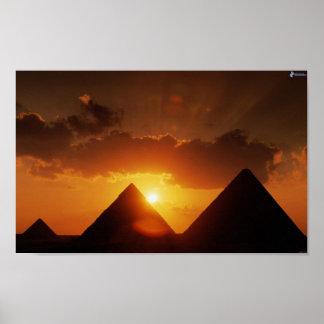 Poster do por do sol da pirâmide