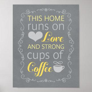 Pôster Estes home run no amor e em chávenas de café forte