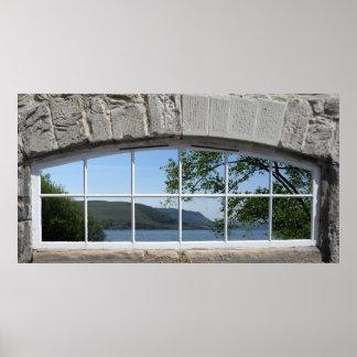 Poster Janela arqueada - vista falsificada do Loch