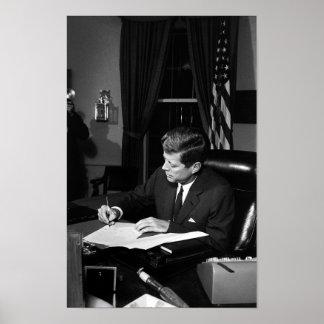 Pôster JFK que assina a quarentena de Cuba