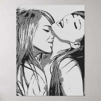 """Pôster Meninas idas lésbica selvagens, """"sexy"""" que beijam"""