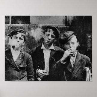Pôster Meninos que fumam cigarros