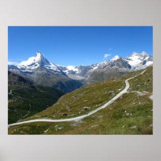 Poster Na fuga, opinião de Matterhorn, cumes suíços
