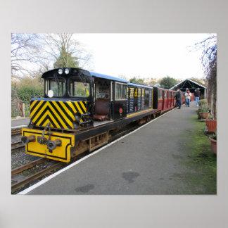 Poster pequeno com o trem diesel em Hythe