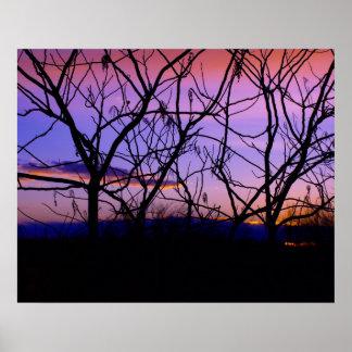 Pôster Por do sol roxo surpreendente com silhuetas da