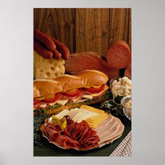 Pôster Sanduíche submarino delicioso com carnes e queijo