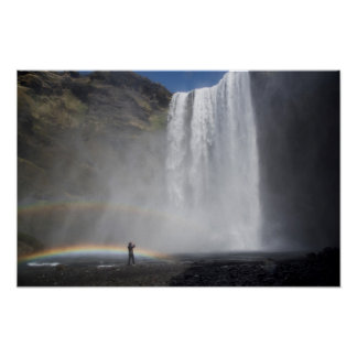 Poster Travado na névoa na cachoeira de Skógafoss,