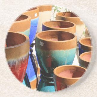 Potes coloridos da planta de jardim porta copos de arenito