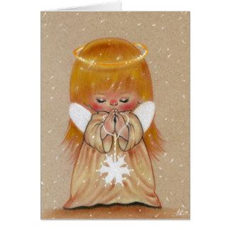 Pouco anjo do inverno no cartão de Natal da neve