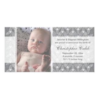 Pouco anúncio do nascimento da folha - cinza cartão com foto