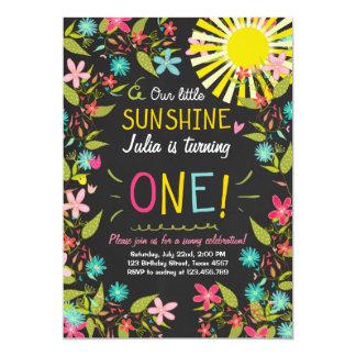 Pouco convite de aniversário da luz do sol floral