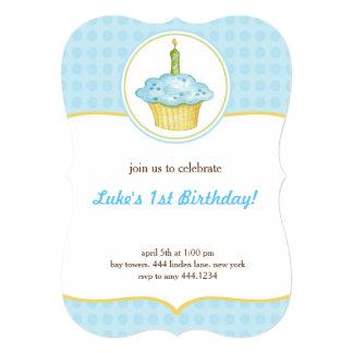Pouco convite do menino do aniversário do cupcake